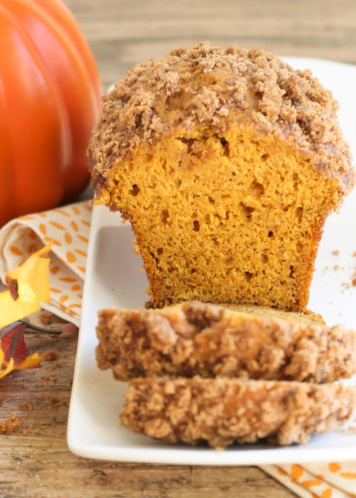 sliced pumpkin bread with streusel topping