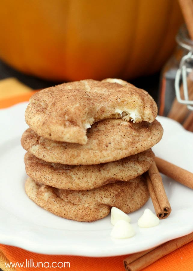 DELICIOUS White Chocolate Pumpkin Spice Snickerdoodles - they're so soft and are the perfect fall treat. Get the recipe on { lilluna.com }