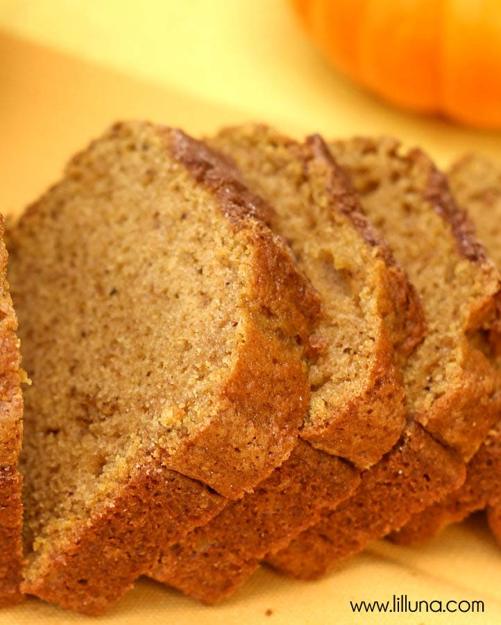 Cinnamon and Sugar Topped Pumpkin Bread - YUM!