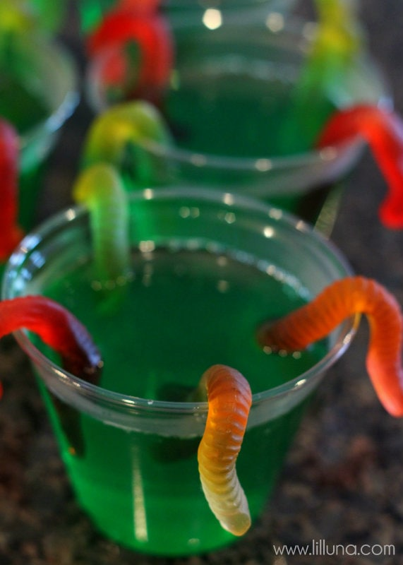 FUN Gummy Worm Jello Cups on { lilluna.com } SO easy and kids love them!!