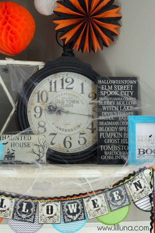 Pretty Halloween Decor Ideas on { lilluna.com } Great ideas to help inspire your own decor!