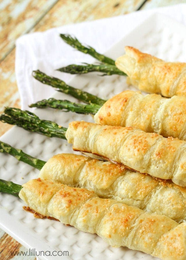 Our favorite way to have Asparagus - wrapped in puff pastry and filled with cream cheese! { lilluna.com }