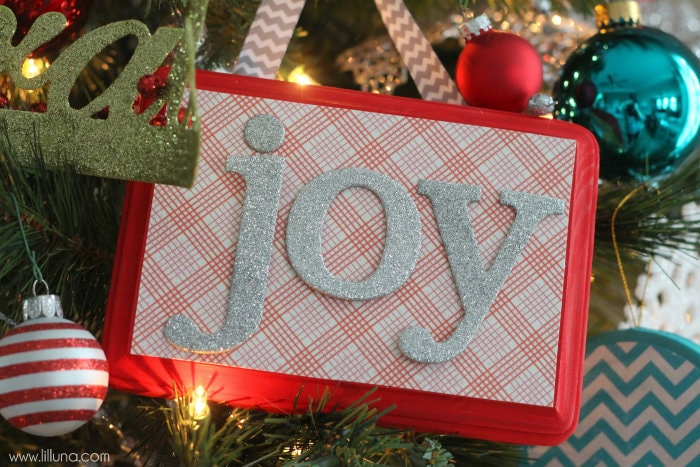 DIY Christmas Word Plaques that make great ornaments! { lilluna.com }