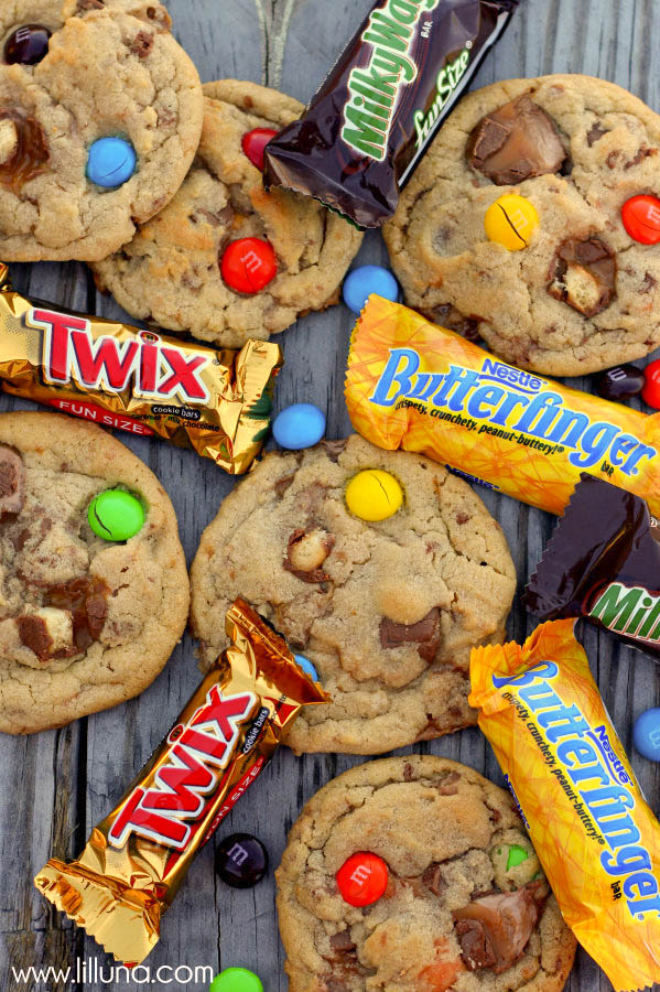 Junkyard Cookies - filled with all your FAV candies! { lilluna.com }