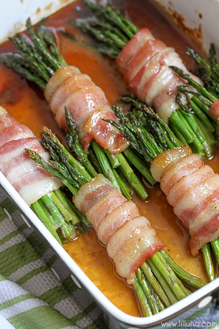 Asparagus Bacon Bundles - this is one of our favorite appetizer recipes! So much flavor and so delicious.