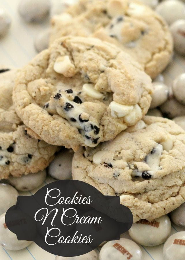 35+ Cookie Recipes - Perfect for cookie exchanges!! { lilluna.com } Lots of delicious recipes!!