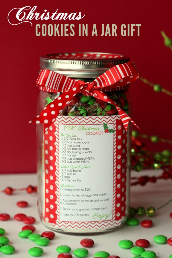 Christmas Cookies in a Jar - Cute and Easy gift idea! All you need is your cookie ingredients, recipe, scrapbook paper, & ribbon!