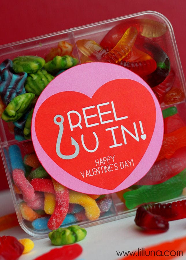 CUTE Reel U In Valentine's Gift Idea with free print on { lilluna.com }