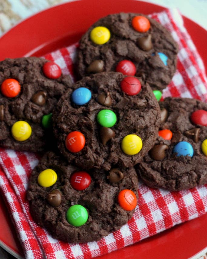 Chocolate Chip M&M Cake Cookies recipe on { lilluna.com } So soft and yummy!! Ingredients include chocolate box cake mix, hershey syrup, chocolate chips, & m&m's!