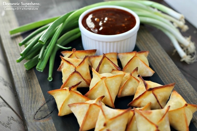 Delicious Baked Cream Cheese Rangoon recipe { lilluna.com } Recipe includes wonton wrappers, cream cheese, garlic, & green onions!