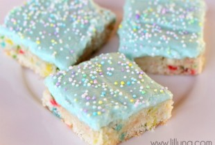 Funfetti Blondies { lilluna.com }