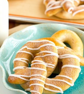 cinnamon pretzel with vanilla glaze