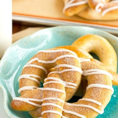 cinnamon pretzel with vanilla glaze
