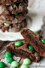 Thin-Mint-Stuffed-Gooey-Chocolate-Cookies-3