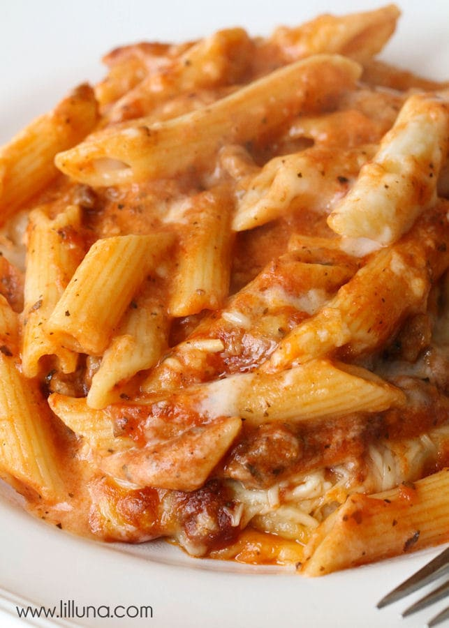 One of the best Italian recipes ever- Mozzarella Penne! BEYOND delicious! { lilluna.com } So creamy with lots of flavor!!