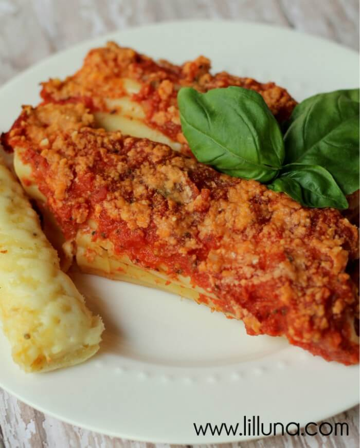 If you love Italian food, then you'll love this Parmesan Chicken Manicotti recipe. DELISH!! { lilluna.com }
