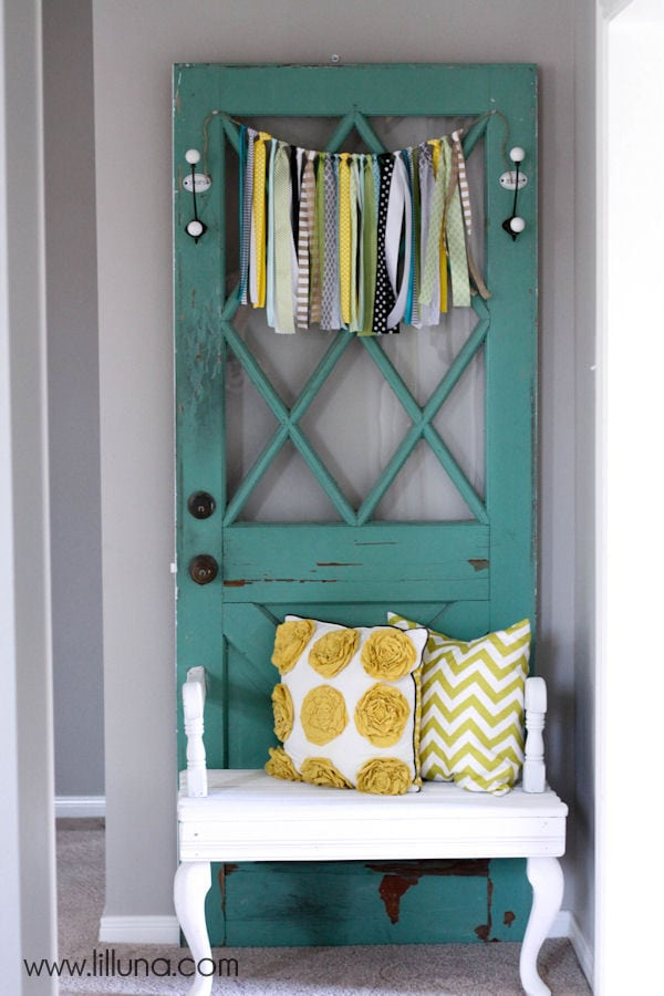 Beautiful Vintage Door Bench - tutorial on { lilluna.com }