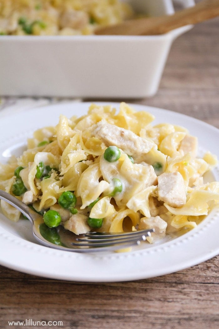 Garlic Parmesan Chicken and Noodles recipe. So delicious and recipe includes egg noodles, peas, chicken, panko, and parmesan in a creamy sauce!