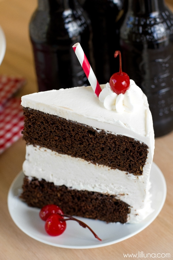 Delicious Root Beer Float Ice Cream Cake recipe on { lilluna.com } Super moist cake made with root beer or cherry coke, heavy cream, root beer or cherry extract and layered with vanilla ice cream!