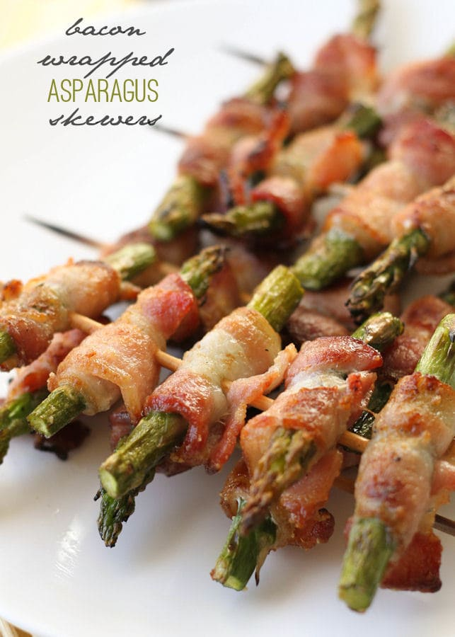 Delicious Bacon Wrapped Asparagus Skewers on { lilluna.com } Easy and so yummy!