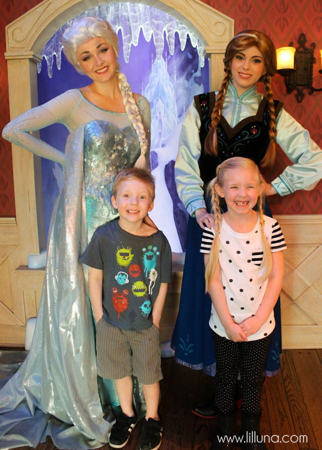 MUST-SEE List of Tips and Tricks for taking Toddlers to Disneyland { lilluna.com }