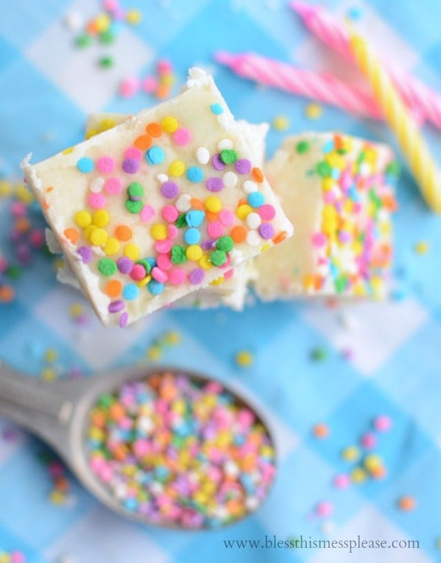 White Chocolate Cake Batter Fudge recipe - YUM!! { lilluna.com }