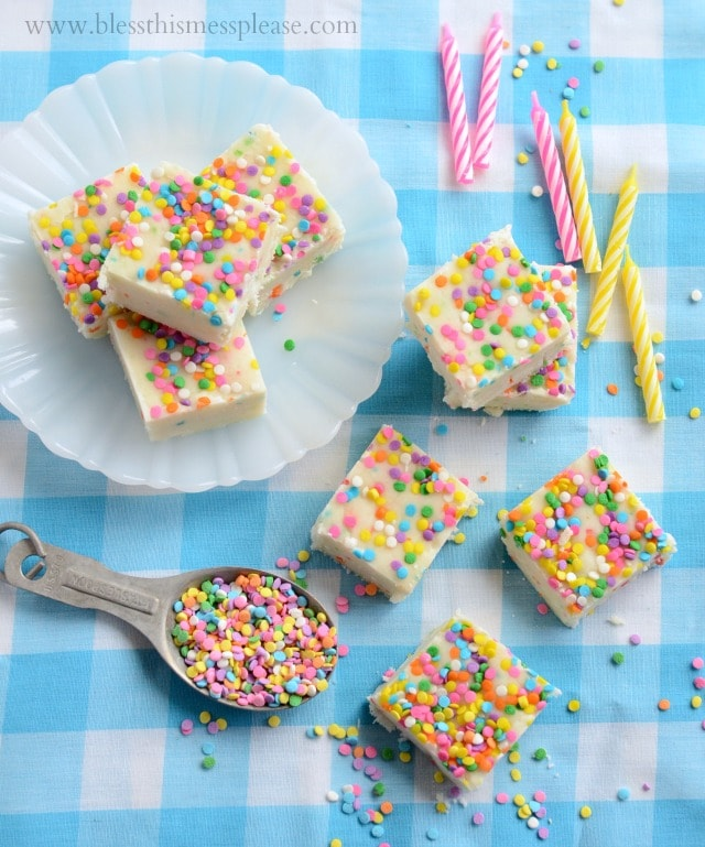 White Chocolate Cake Batter Fudge recipe - YUM!! { lilluna.com } Ingredients include birthday cake mix, powdered sugar, white chocolate chips, & sprinkles.