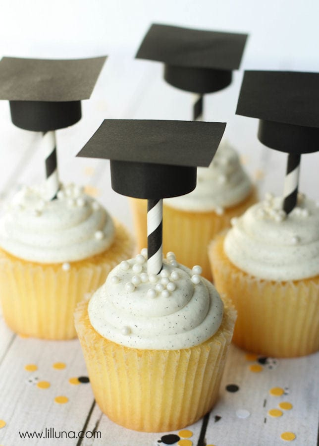 Super Cute DIY Graduation Cap Cupcake Toppers! Tutorial on { lilluna.com } All you need is some scrapbook paper, scissors, glue, & straws!!