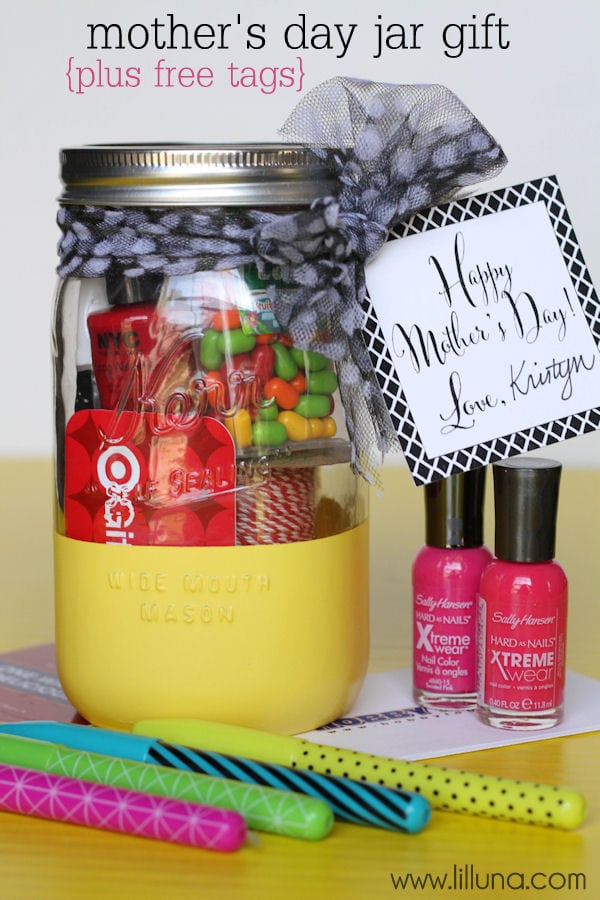 Super Cute and Easy Mother's Day Jar Gift with free tag { lilluna.com } Gather all a mom needs and stick in jar, add some ribbon, and the tag and you're set!