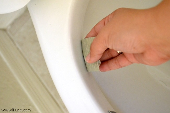 How to Keep Your Toilet Clean Longer { lilluna.com } Great tips and few supplies needed to get that clean look!