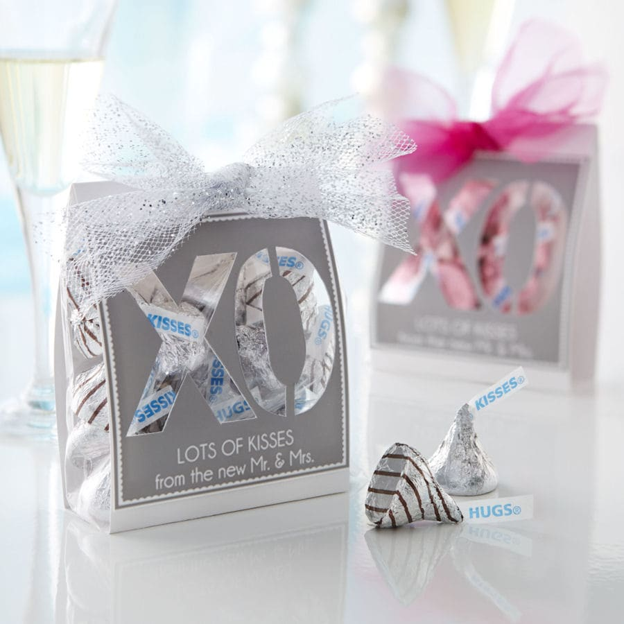 Kisses XO Wedding Favors Tutorial on { lilluna.com }