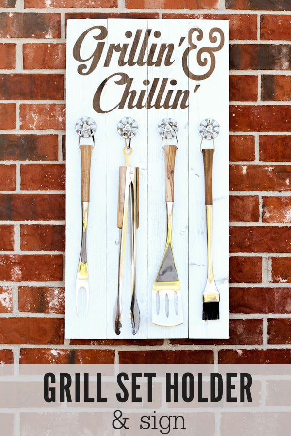 Grill Set Holder - Grillin' and Chillin' Sign tutorial on { lilluna.com } The prefect gift for Father's Day!