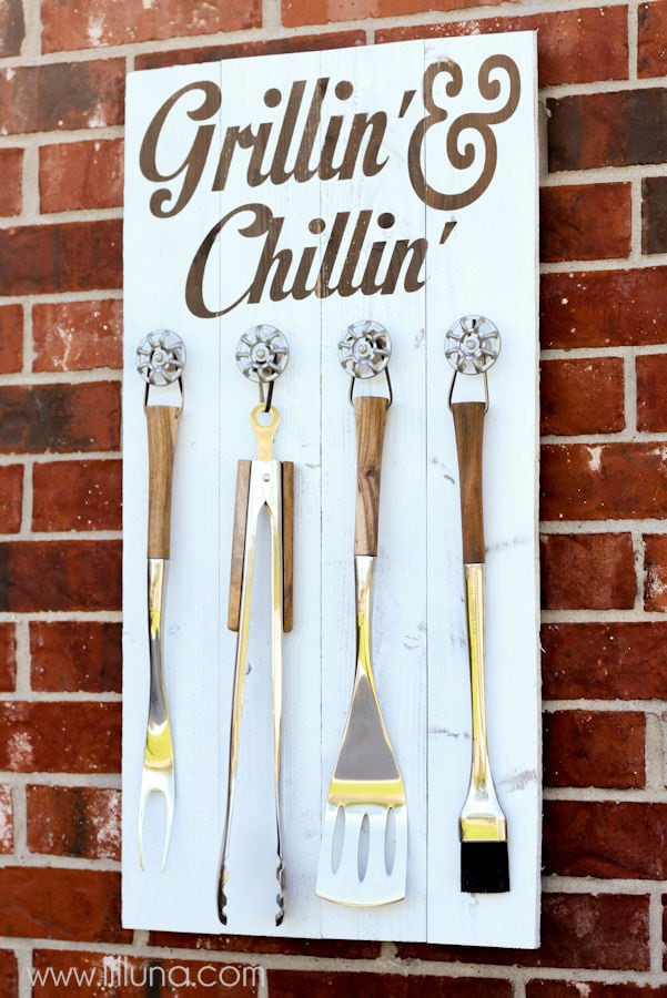 Grill Set Holder and Sign tutorial { lilluna.com }