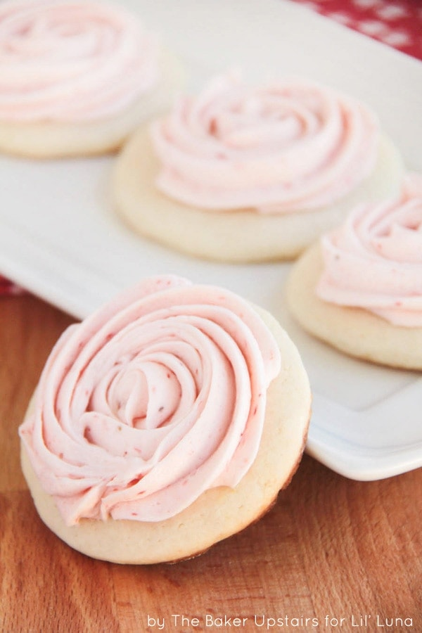 Strawberry Lemonade Sugar Cookies { lilluna.com } YUM!