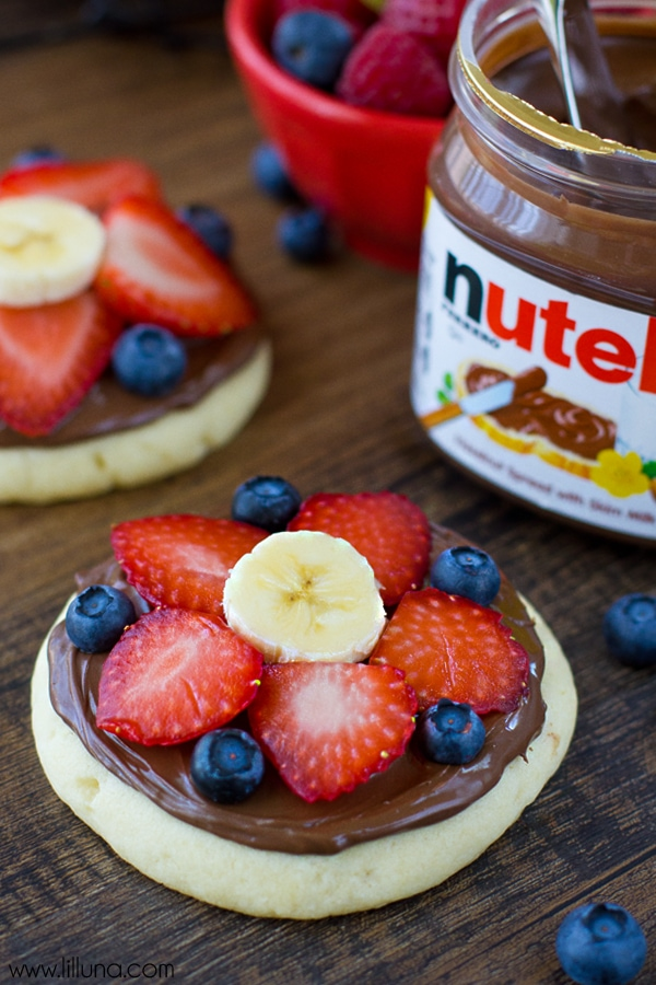 Sugar Cookie Fruit Pizzas recipe - YUM! { lilluna.com } A soft sugar cookie topped with nutella or a cream cheese frosting and your choice of toppings!