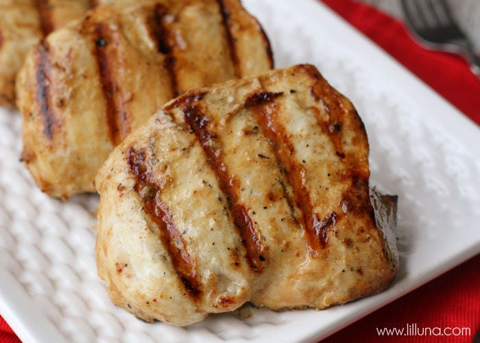 Quick and delicious Chicken Marinade recipe { lilluna.com }