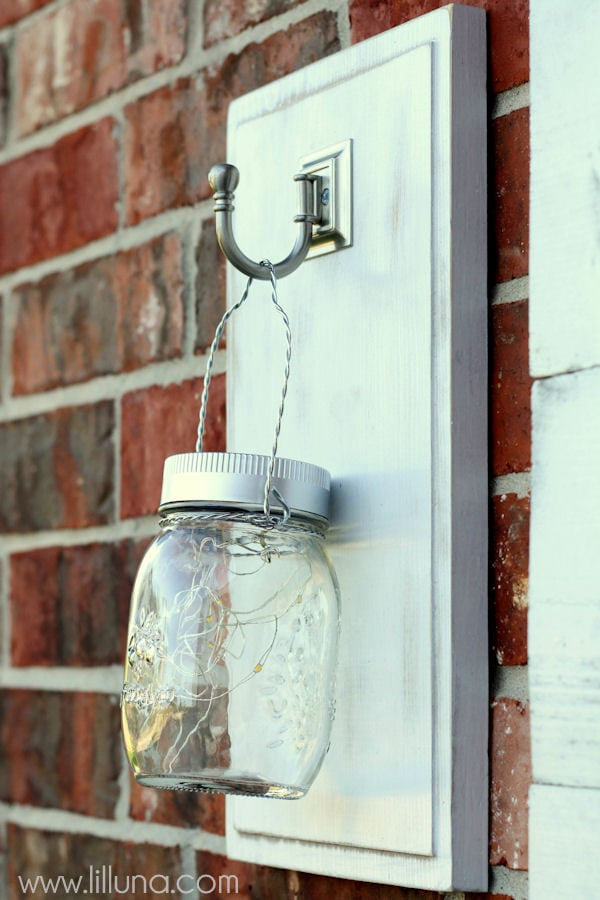 Easy DIY Outdoor Light Hangers - perfect for the porch or backyard. { lilluna.com }