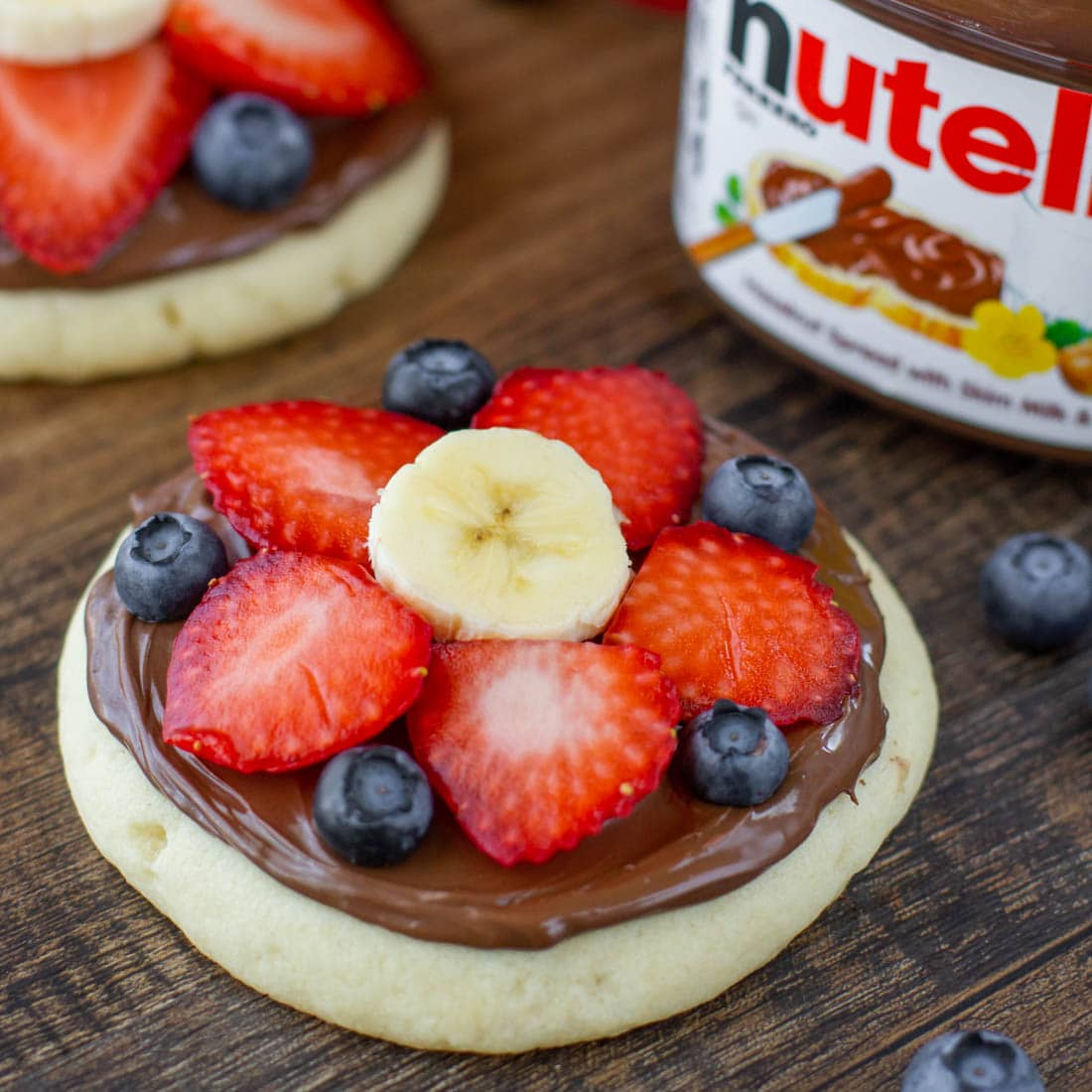 mini sugar cookie fruit pizza topped with nutella