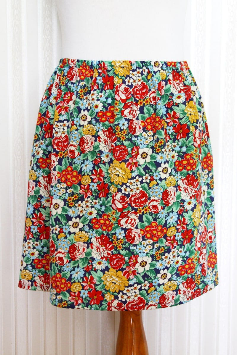 Easy 15 Minute DIY Skirt tutorial on { lilluna.com } Super quick to make and best part, you can choose your own fabric and grab some elastic and basic sewing supplies and you're set.
