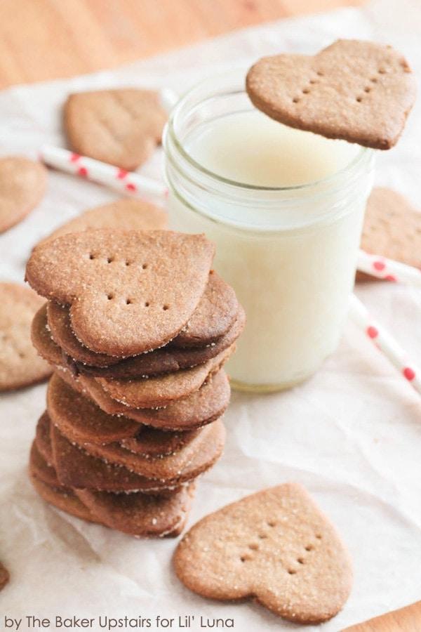 Delicious Homemade Cinnamon Graham Crackers recipe - now I can make the kiddos' favorite snack at home! { lilluna.com }