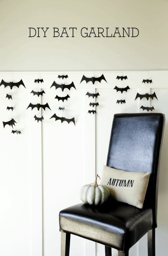 DIY Bat Garland - so easy and so spooky. Tutorial on { lilluna.com }