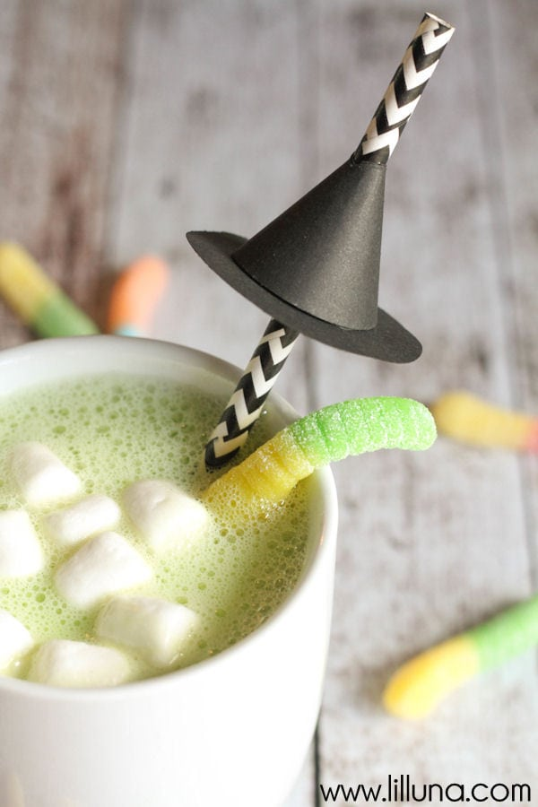 White Chocolate Halloween Hot Cocoa - so delicious and perfect for Halloween! Recipe includes milk, white chocolate chips, green food coloring, marshmallows, & gummy worms.