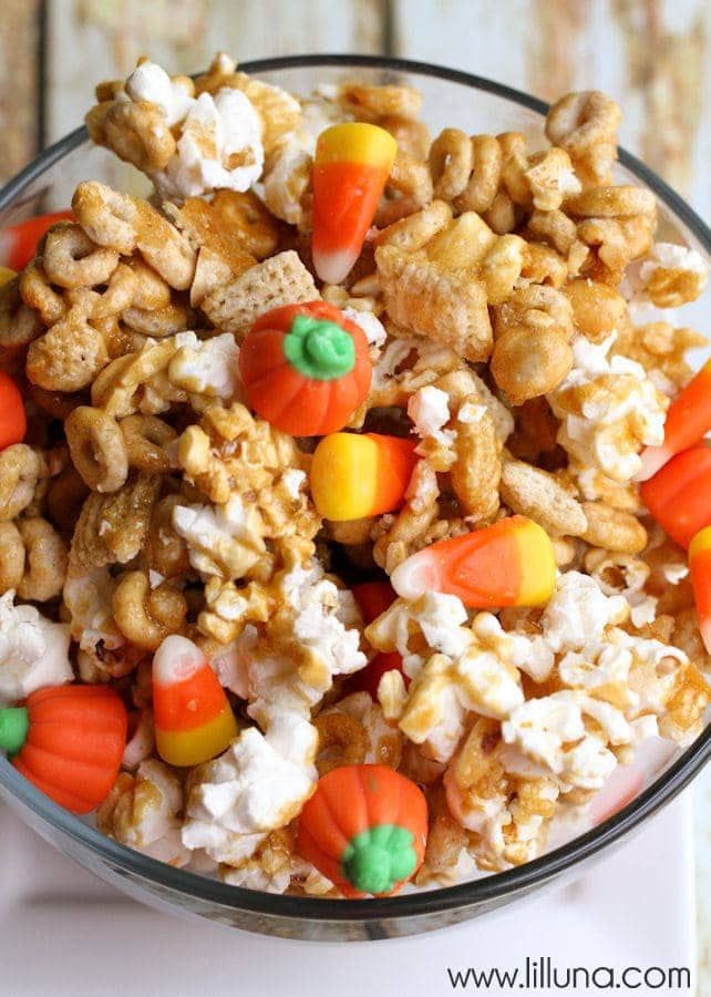 DELICIOUS Pumpkin Snack Mix - An easy and quick snack. Recipe has popcorn, peanuts, cheerios, chex, candy corn, and pumpkins mixed together with brown sugar, vanilla, corn syrup, butter, and baking soda!!