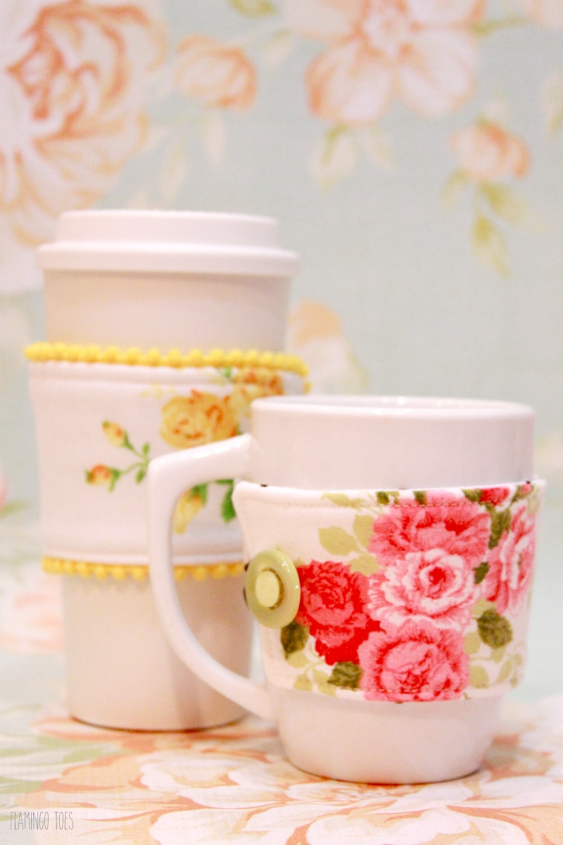 Easy and Cute Fabric Mug Cozy tutorial. This would make the perfect little gift and you can even put it with some hot chocolate!