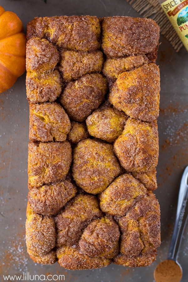 Pumpkin Bubble Bread - a sweet glazed bread perfect for pull-art fall goodness. { lilluna.com } Bread has pumpkin puree and cinnamon filled with more cinnamon, pumpkin pie spice, glazed with a cream cheese, powdered sugar, and milk frosting.