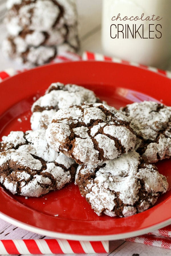 Soft and delicious Chocolate Crinkles Cookies recipe { lilluna.com } Fudgy chocolate cookies with powdered sugar. Sure to be a hit with everyone!!