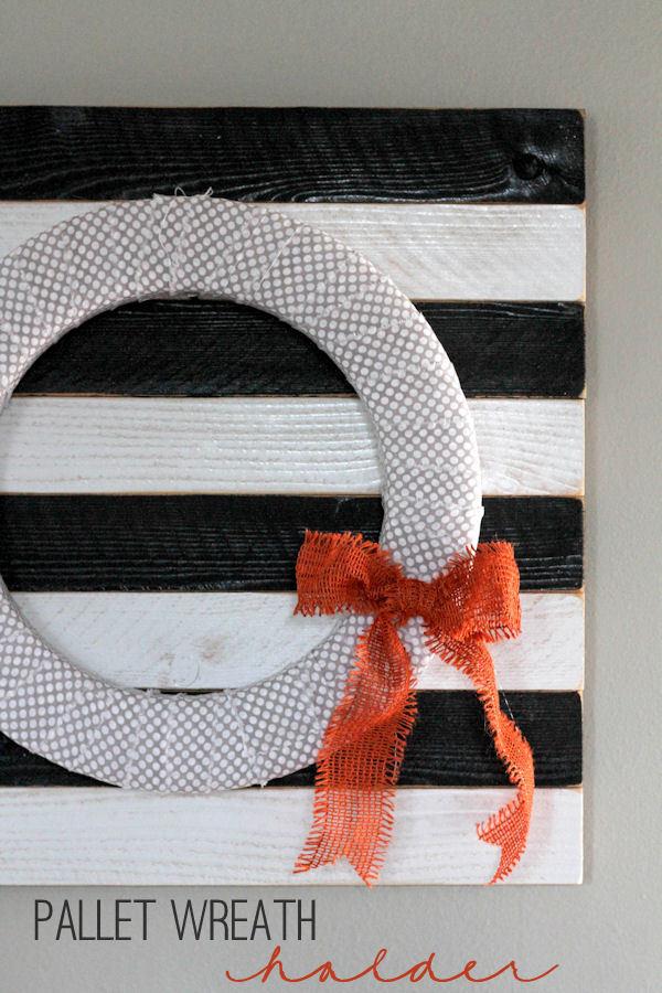 Pallet Wreath Holder