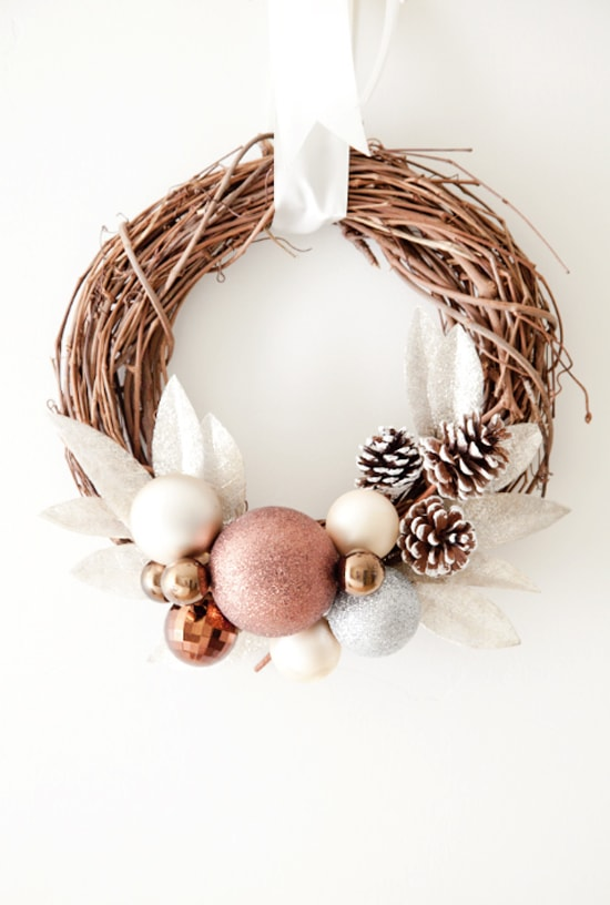 Beautiful DIY Holiday Wreath with ornaments and pine cones - so pretty! Tutorial on { lilluna.com }