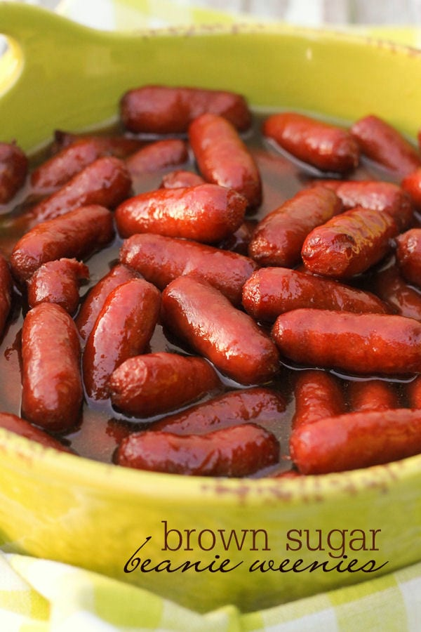 Super easy and delicious Brown Sugar Beanie Weenies - perfect for parties! { lilluna.com } Mini smokies baked with brown sugar and pineapple juice.
