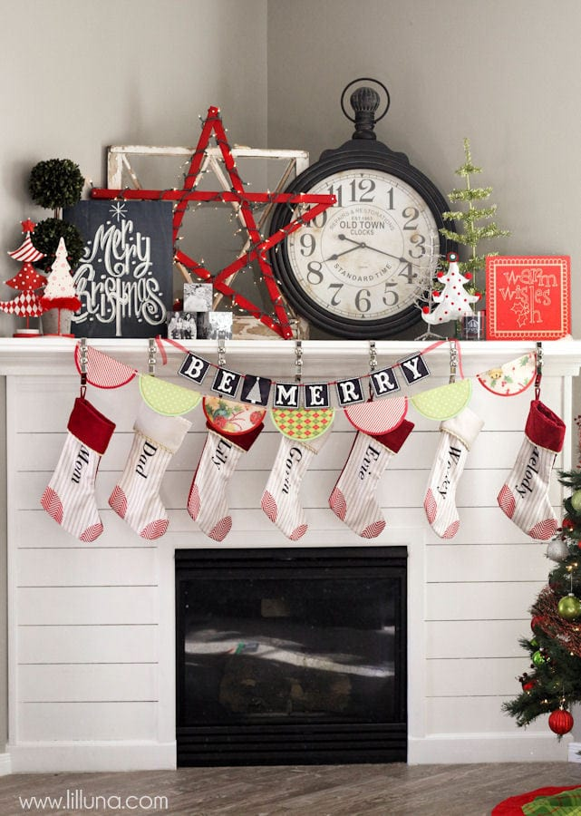 Christmas Mantel Decor and free prints on { lilluna.com } Cute ideas to help inspire your own decor and creativity!